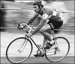 De la fin des années 60 au milieu des années 70, le cycliste belge Eddy Merckx domine le milieu du vélo, enchainant les victoires dans toutes les plus grandes courses de ce sport. Quel fameux surnom fut donné à Eddy Merckx ?