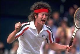 Outre ses nombreux titres et victoires obtenus, le tennisman John McEnroe était tout aussi connu pour ses mythiques coups de gueule et colères sur les courts. Quel drapeau représente la nationalité de ce grand champion ?