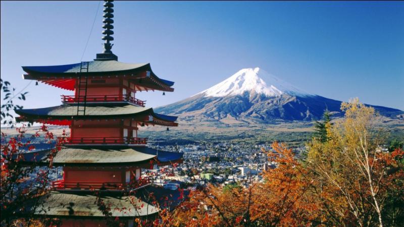Comment se nomme cette célèbre montagne, lieu de pèlerinage et point culminant du Japon ?