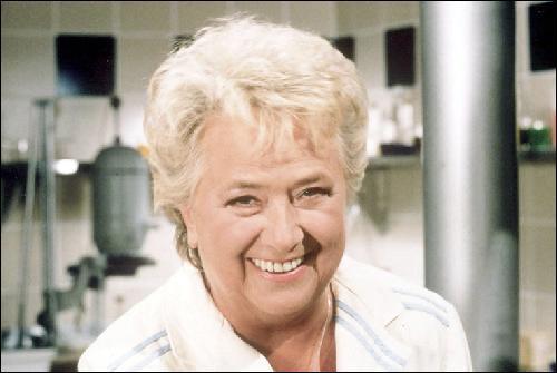 Elle fut un peu plus qu'un second rôle tellement son nom fut passé à la consécration du théâtre de boulevard, une comédienne qui aurait d'ailleurs mérité une autre carrière cinématographique, c'est ?