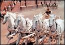 Quels sont les noms des quatre chevaux du char mené par Ben Hur ?