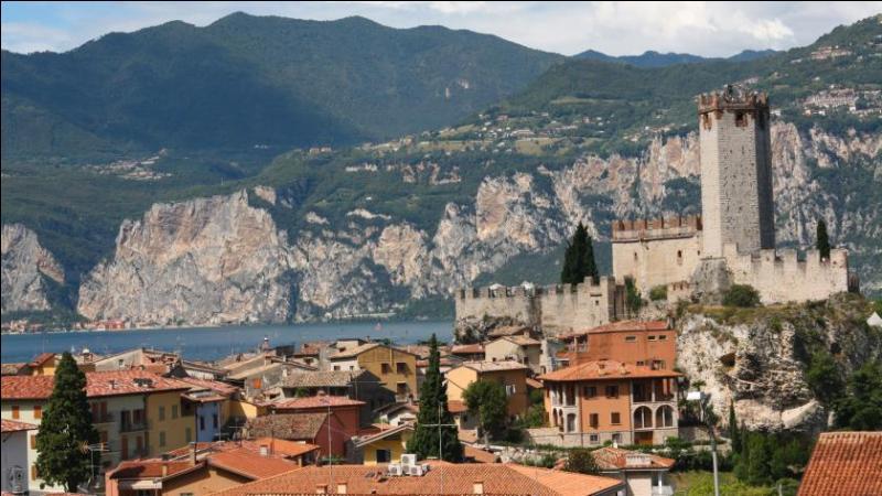 La ville de Trente se situe en Italie, mais où la localisez-vous plus précisément ?