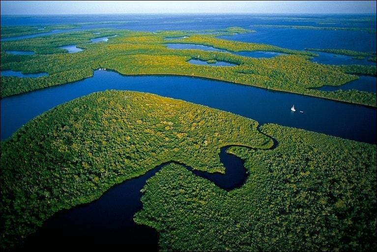 À quel État des États-Unis l'archipel des Dix-mille îles appartient-il ?