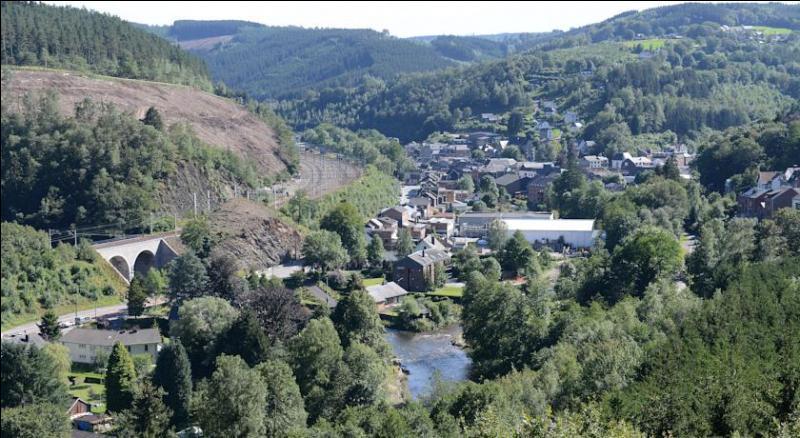 Dans quel pays situez-vous la commune de Trois-Ponts ?