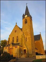 Voici l'église Sainte-Catherine de Distroff. Village du Grand-Est, dans l'arrondissement de Thionville, il se situe dans le département ...