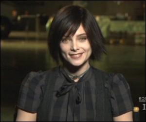 Comment s'appelle l'actrice qui joue Alice ?
