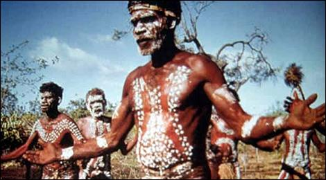 Quel est le premier peuple a avoir vécu en Australie ?