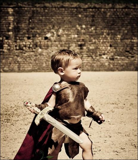 L'empereur Caligula fut élevé depuis l'âge de deux ans au beau milieu des légionnaires de l'armée de son père. Qui est-il ?