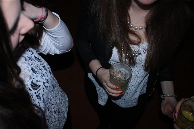 Les adolescents qui commencent à boire avant l'âge de 16 ans, sont plus susceptibles de développer une dépendance à l'alcool.