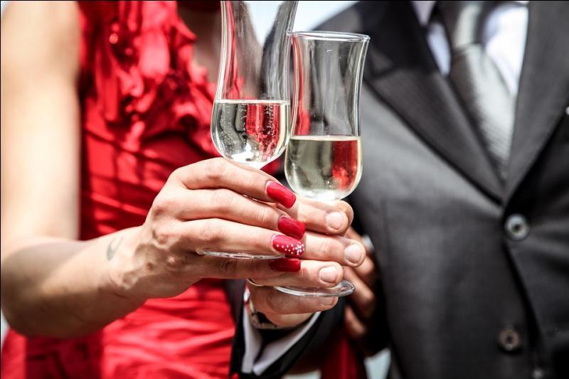 Les femmes supportent moins bien l'alcool que les hommes.