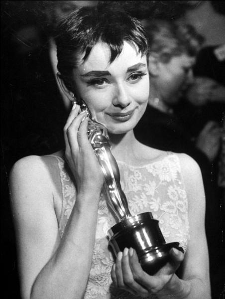 """Audrey Hepburn l'a obtenu pour """"Vacances romaines"""" en :"""