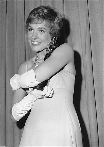 """En quelle année Julie Andrews l'a-t-elle obtenu pour """"Mary Poppins"""" ?"""