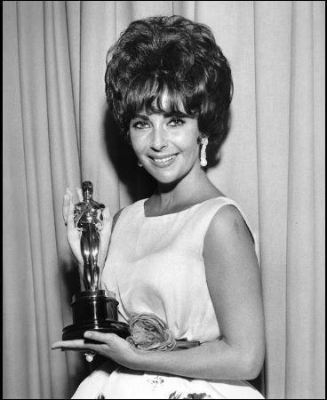 """Elizabeth Taylor l'a reçu pour """"La Vénus au vison"""" en :"""