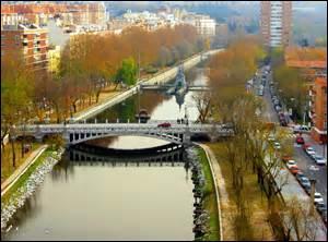 MADRID - La plus grande ville d'Espagne est l'une des seules grandes capitales européennes à ne pas être traversée par un fleuve ; cependant elle est baignée par la rivière...