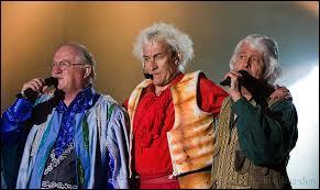 Bon allez ! ''Je m'en vas'' ... C'est justement un titre de Tri Yann ! La reprise d'une chanson : ''Leaving of Liverpool'' . Quels membres d'un célèbre groupe sont nés à Liverpool ?