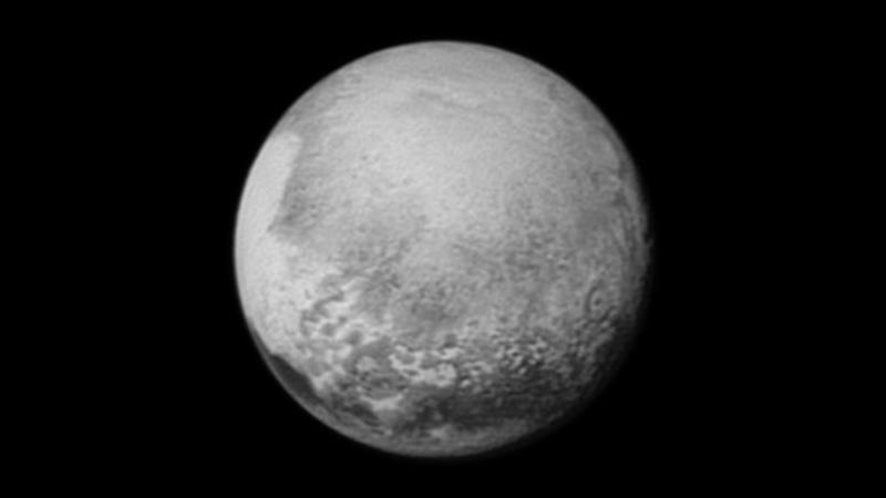 """En quelle année la """"planète"""" Pluton a-t-elle été déchue de son statut de planète ?"""