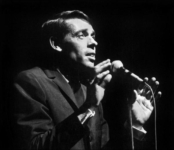 En octobre 1966, il fait ses adieux à l'Olympia. Il y chante ses derniers titres. Lequel de ces titres est sorti en 1966 ?