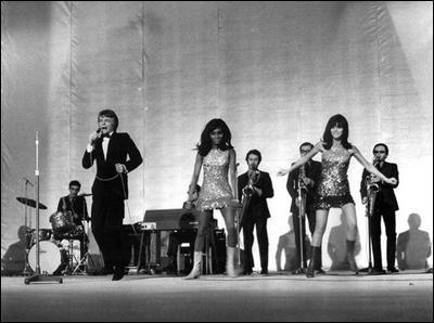 """En 1966, il chante """"j'attendrai"""". Qui est-ce ?"""