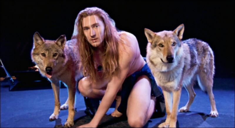 Qui a demandé de danser nu avec des loups en 2016 ?