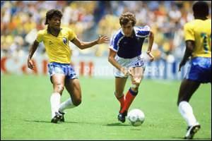 COUPE DU MONDE 1986 - En quart de finale, la France élimine le Brésil aux tirs aux buts : Zico et Platini loupent leurs tirs. Quel joueur français envoie les Bleus en demi-finale en réussissant le sien ?