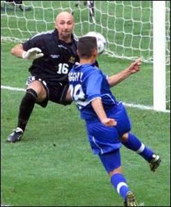 """COUPE DU MONDE 1998 - Le 3 juillet, en quart de finale, la France est opposée à son """"éternel"""" rival , l'Italie : quel est le dénouement de cette rencontre ?"""