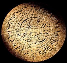 Dans la religion aztèque, combien y a-t-il de soleils ?