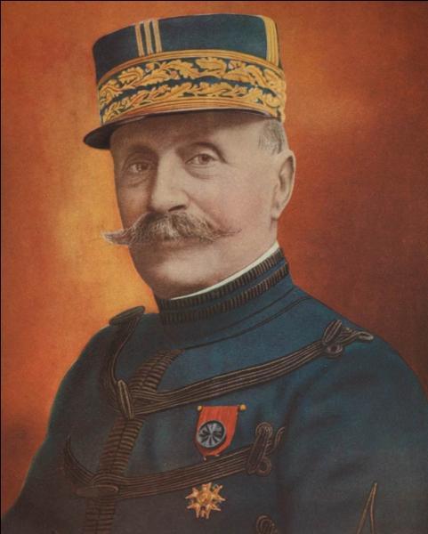 Qui commanda toutes les troupes alliées en devenant, le 26 mars 1918, commandant en chef du front de l'Ouest ?
