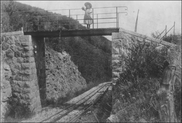 Comment était alimenté en électricité les automotrices du chemin de fer du Salève