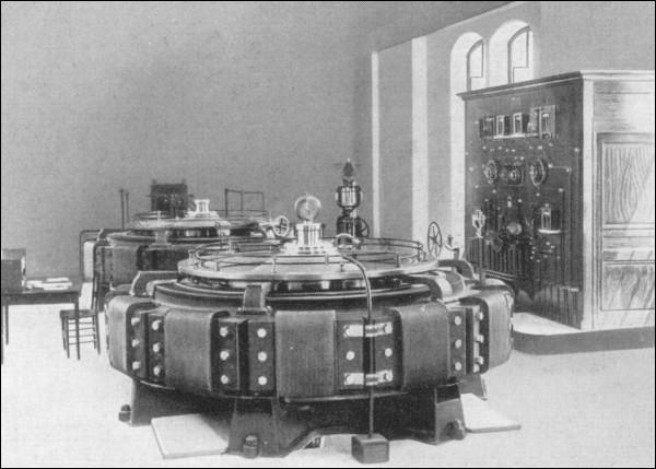 Quelle était la tension électrique alimentant les automotrices du chemin de fer du Salève ?