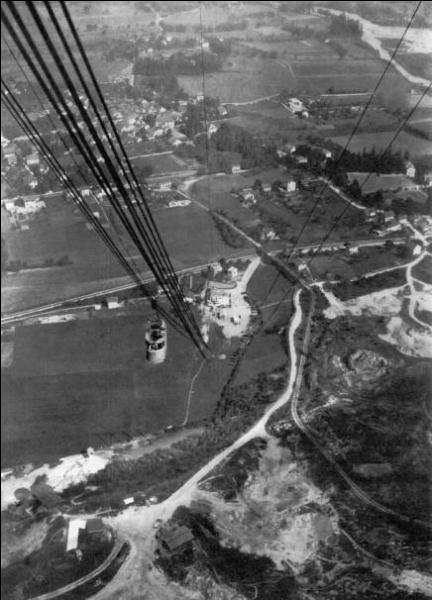 Quel moyen de transport a remplacé le chemin de fer du Salève en 1932 ?