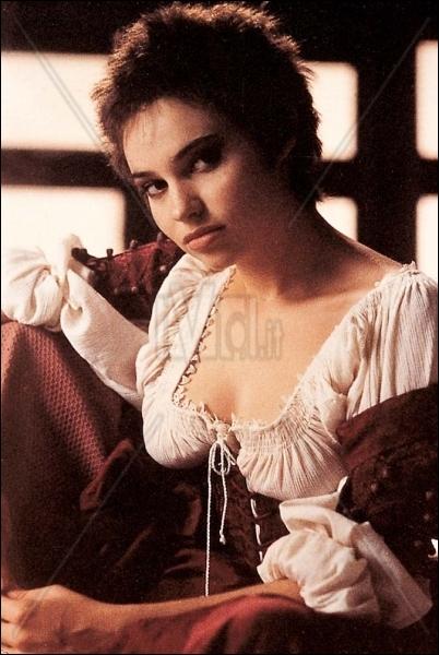 Le psy de Béatrice Dalle est entraîné dans son délire de malade se prenant pour une sorcière du XXVII siècle dans ce film de Marco Bellocchio...