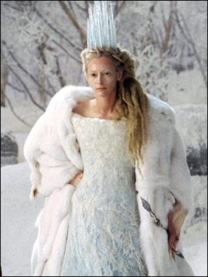 Tilda Swinton est la terrible sorcière blanche dans ce film pour enfants...