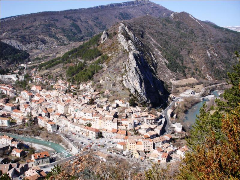 Mon 9° est une jolie petite ville des Hautes-Alpes :