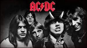 Depuis 1973, les hard rockeurs australo-britanniques de AC/DC nous délectent de leur style unique et électrique. Dans ce groupe, figure un incroyable guitariste, du nom d'Angus Young. Saurez-vous l'identifier ?