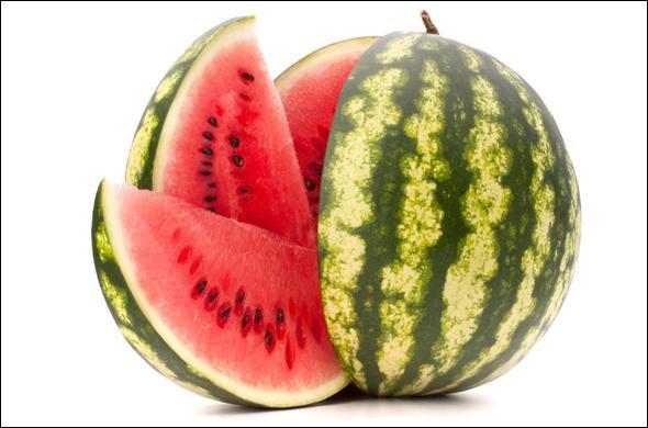 Sa chair peu sucrée, gorgée d'eau et de vitamines, est très rafraîchissante. Quelle lettre trouve-t-on dans le nom de ce fruit ?