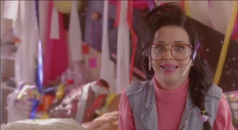 Quand quel clip Katy se transforme en Kathy Beth Terry ?