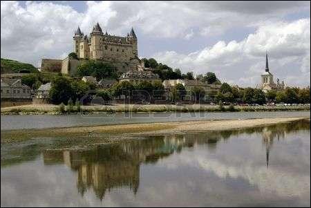 L - La Loire est le plus long fleuve français dont le bassin hydrographique est entièrement situé dans l'Hexagone.