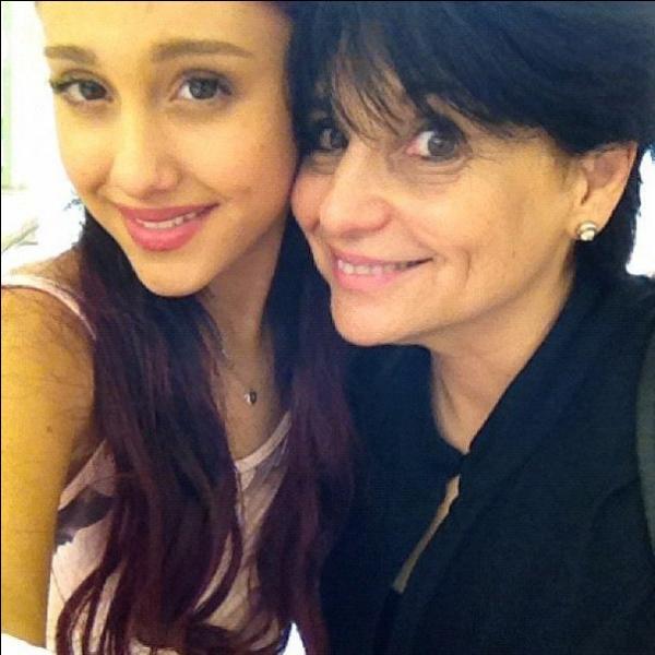 Quel est le nom de la mère d'Ariana Grande ?