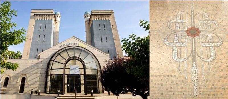 Pastille octogonale, toile à gros carreaux, Philippe Pétain. Ces trois indices vous conduiront vers une ville thermale de l'Allier. Laquelle ?