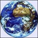Qui fut le premier à découvrir que la Terre tourne autour du soleil parmi ces 4 personnalités ?