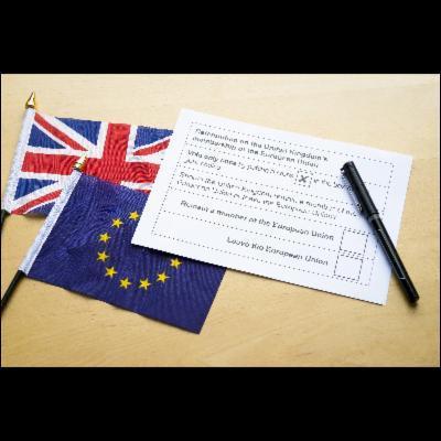 Finalement, ____ des Britanniques ont décidé de quitter l'Union européenne.