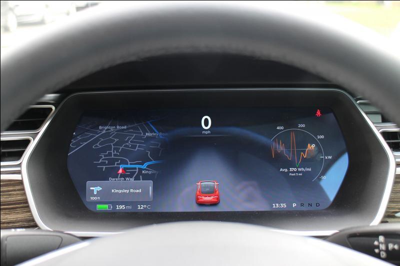 Quelle est la particularité d'une voiture Tesla ?