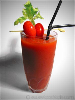 """Et enfin, outre le sel de céleri et la sauce worcestershire, que rajoute-t-on à un jus de tomate pour obtenir un """"Bloody Mary"""" ?"""