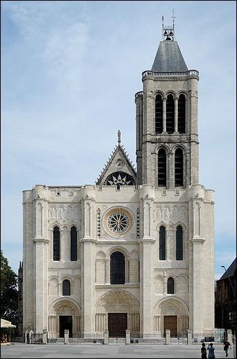 PIB estimé à 642 milliards d'euros, les Buttes de Rosne et la basilique Saint-Denis.