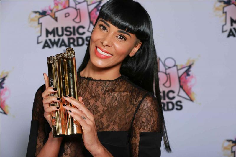Dans les NRJ MUSIC AWARDS 2014, combien de prix a remporté la chanteuse Shy'm ?