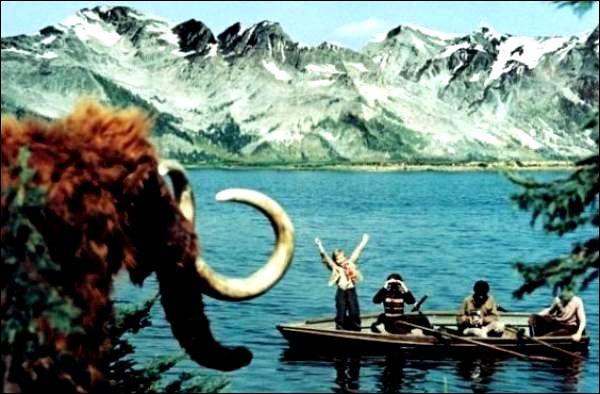 Quel est ce film de jeunesse éducatif produit par l'Union soviétique en 1955 et où l'on voit 4 enfants remonter le temps en naviguant sur un fleuve à bord d'une barque ?