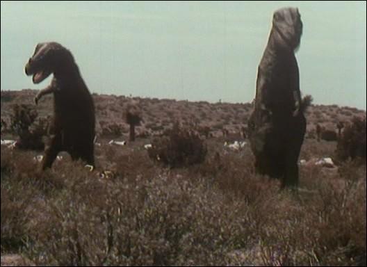 """En quelle année """"L'Île inconnue"""", le premier film en couleurs montrant des dinosaures, est-il sorti ?"""