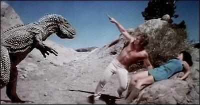 Dans quel film de science-fiction, sorti en 1978, peut-on voir un équipage de vaisseau spatial obligé d'atterrir en catastrophe sur une planète lointaine peuplée de dinosaures ?