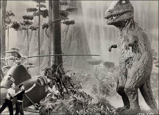 Dans quel film, sorti en 1957, l'équipage d'un hélicoptère se retrouve-t-il pris au piège dans le cratère d'un volcan en Antarctique et où ont survécu les derniers dinosaures ?