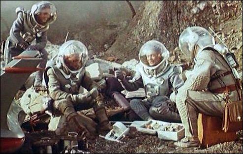 Quel est ce film soviétique de 1962, où un vaisseau spatial parvient à se poser sur Vénus, et où l'équipage et leur robot nommé John découvrent qu'elle est peuplée de créatures préhistoriques ?
